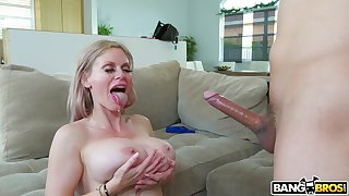 Big-busted mature Casca Akashova gives a titjob and gets penetrated