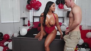 Zach Corrupt fucked pulchritudinous tanned Latina matured Mary Jean.
